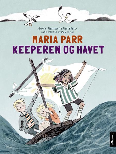 Bildet viser bokcover av en jente i fotballdrakt på en treflåte med hvitt seil, sammen med en som holder fast i stanget er festet på og en gutt i stripete genser. De er på havet med store bølger.